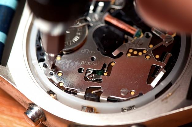 Naprawa zegarka elektronicznego