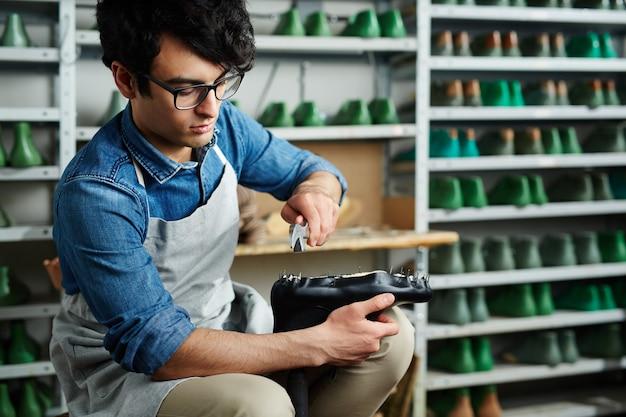 Naprawianie obuwia