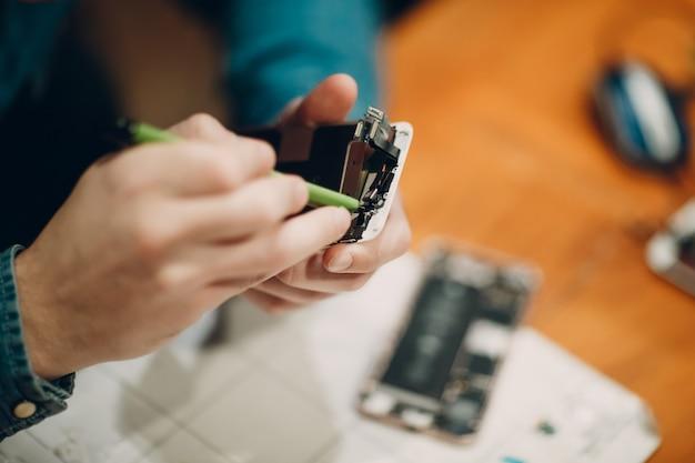 Naprawianie telefonu komórkowego