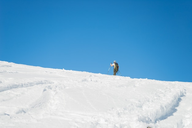 Narciarstwo alpejskie w kierunku szczytu