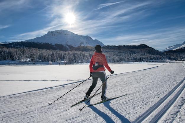 Narciarstwo biegowe kobiety wolnej techniki. łyżwiarstwo.