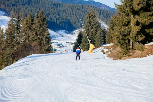 Narciarstwo i wyciągi krzesełkowe regionu narciarskiego na ukrainie.