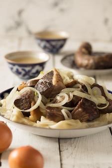 Narodowe danie kazachskie - beshbarmak, orientacja pionowa