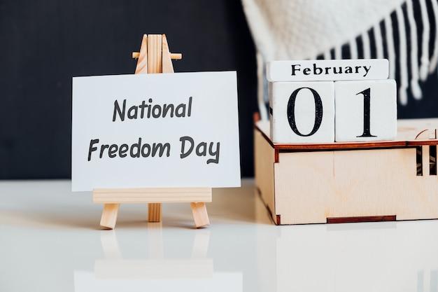 Narodowy dzień wolności w kalendarzu miesiąca zimowego pierwszego lutego.