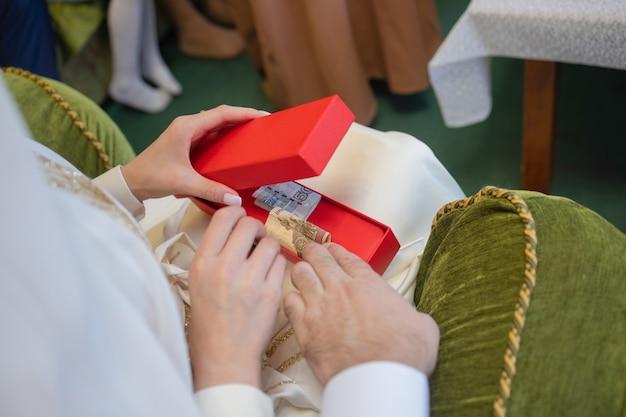 Narodowy ślub panny młodej i pana młodego ślub muzułmańska para podczas ceremonii zaślubin muzułmańskie małżeństwo