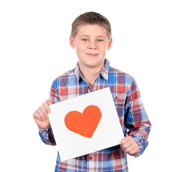 Narysowane serce w rękach chłopca