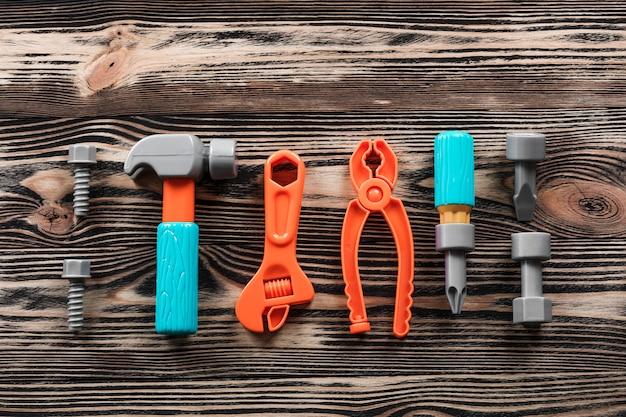 Narzędzia dla dzieci na drewnianych