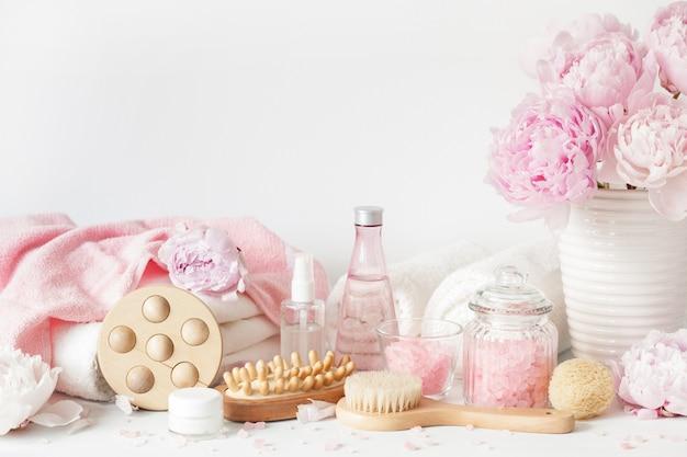 Narzędzia do kąpieli i relaksu z kwiatami piwonii