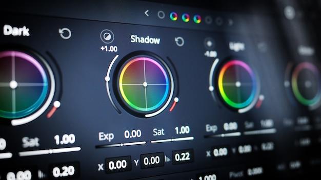 Narzędzia do korekcji kolorów lub wskaźnik korekcji kolorów rgb na monitorze w procesie postprodukcji teleci