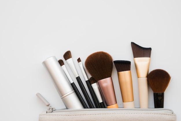 Narzędzia do makijażu w etui
