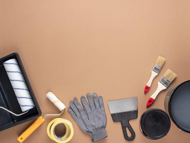 Narzędzia do malowania w domu. kompozycja do renowacji domu lub mieszkania