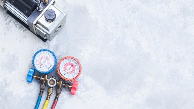 Narzędzia do naprawy i konserwacji klimatyzacji.