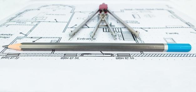 Narzędzia do rysowania planów cywilnych z ołówkiem kątomierz i kwadrat
