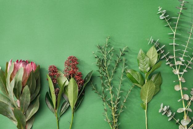 Narzędzia i akcesoria kwiaciarnie potrzebne do zrobienia bukietu