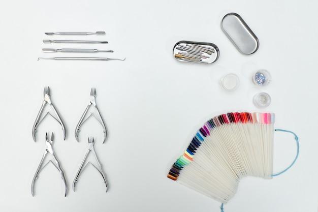 Narzędzia ð ° lub manicure, szczypce, paleta.