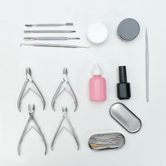Narzędzia, nożyczki i produkty do pielęgnacji.
