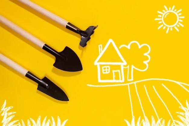 Narzędzia ogrodnicze na żółtym tle