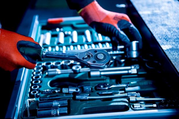 Narzędzia pod ręką. serwis napraw samochodowych
