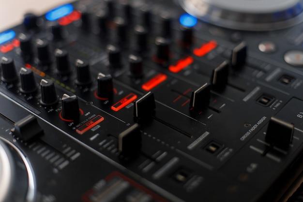 Narzędzie audio do redukcji muzyki. kontroler dj
