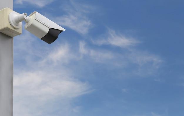 Narzędzie cctv na błękitnym niebie, sprzęt dla systemów bezpieczeństwa