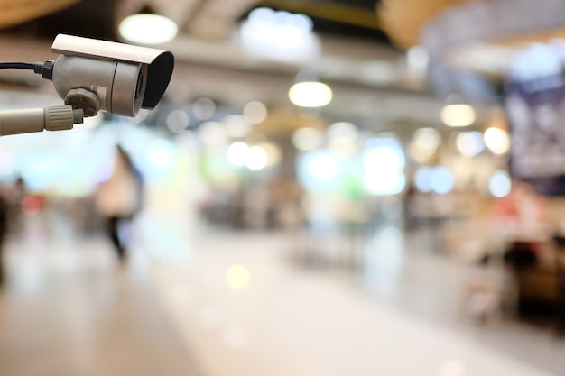 Narzędzie cctv w centrum handlowym wyposażenie dla systemów bezpieczeństwa i miejsce na kopię do projektowania.