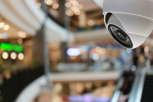 Narzędzie cctv w centrum handlowym wyposażenie systemów bezpieczeństwa i miejsce na kopię do projektowania.