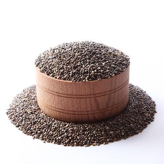 Nasiona chia na białym tle zbliżenie suplement diety superfood