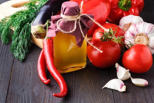 Nasiona i oleje przydatne dla zdrowia (len, sezam, słonecznik, oliwki, orzech, orzeszki ziemne). drewno