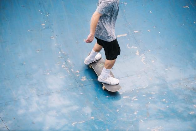 Nastolatek łyżwiarstwo w pucharze