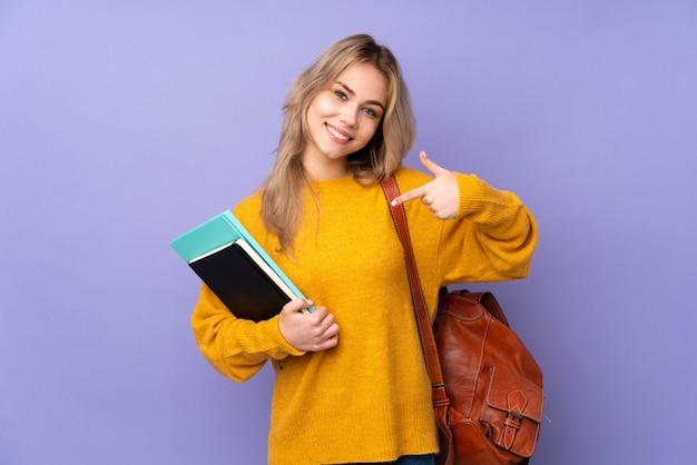 Nastolatek student dziewczyna na fioletowy dumny i zadowolony z siebie