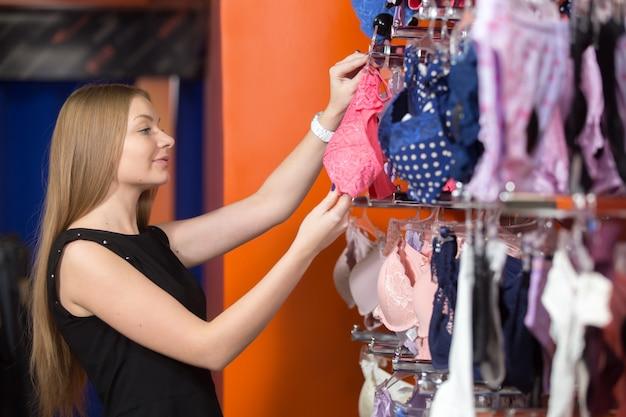 Nastolatek szuka różnych biustonoszy