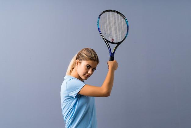 Nastolatek tenisista dziewczyna