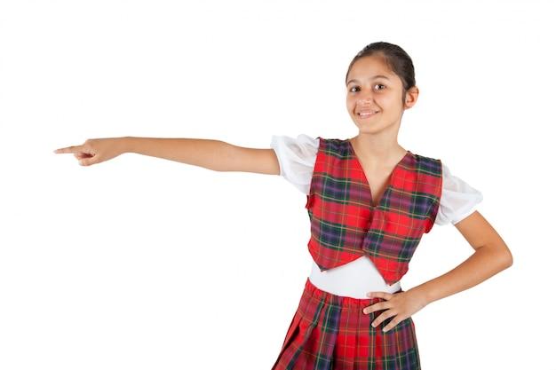 Nastolatek ubrany w typową odzież czerwoną kratę