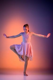 Nastolatka nowoczesna tancerka baletowa