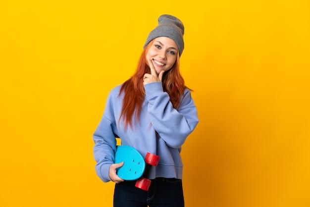 Nastolatka rosyjska łyżwiarka kobieta na białym tle