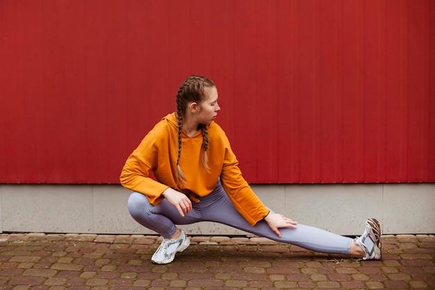 Nastolatki ćwiczyć na świeżym powietrzu