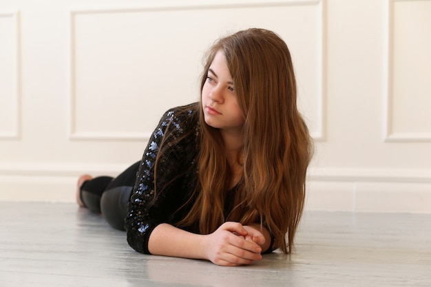 Nastoletni na podłodze