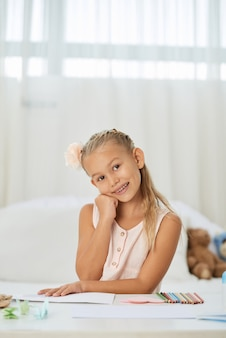 Nastoletnia dziewczyna w jej pokoju