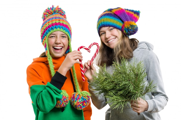 Nastoletnie dziewczyny bawią się świątecznymi laskami