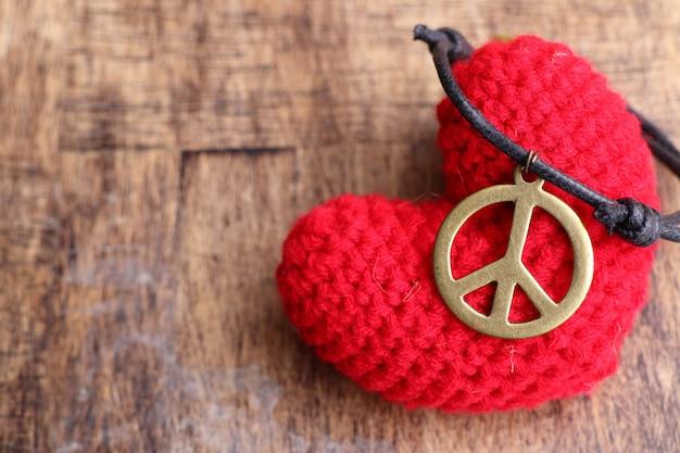 Naszyjnik skórzany symbol pokoju
