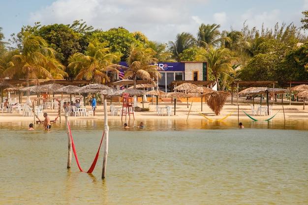 Natal, rio grande do norte, brazylia - 12 marca 2021: bar i restauracja lagoa de pitangui w rio grande do norte