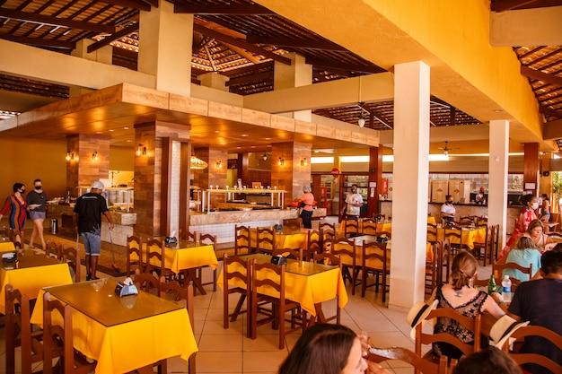 Natal, rio grande do norte, brazylia - 12 marca 2021: restauracja miramar w mieście porto mirim w rio grande do norte