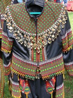 Native tradycyjnych strojach