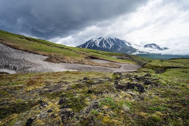 Natura kamczatki. krajobrazy i wspaniałe widoki