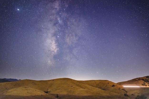 Natura na zewnątrz w nocy
