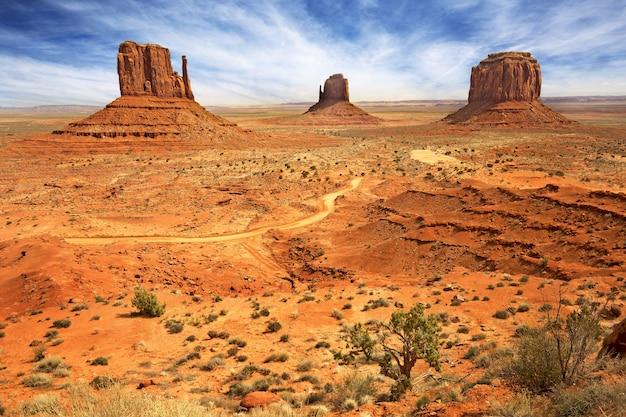 Naturalna sceneria zatoki horseshoe, wielkiego kanionu, rzeki kolorado, monument valley. arizona, stany zjednoczone
