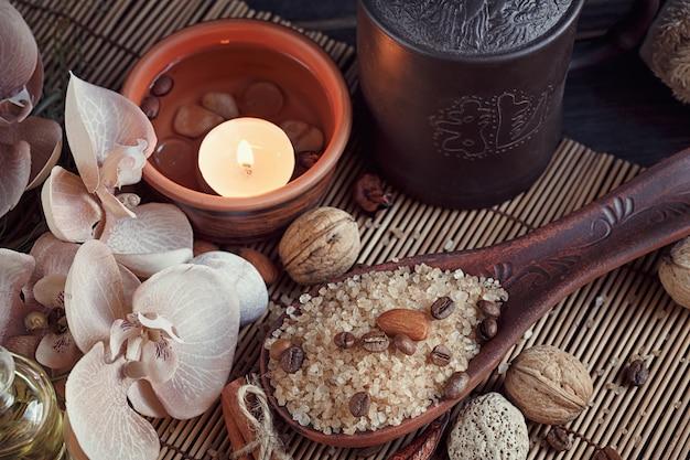 Naturalna sól morska z ziaren kawy, cynamonem i anyżkiem