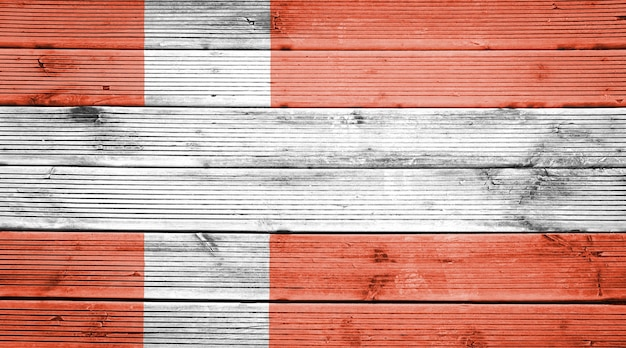 Naturalne drewniane deski tekstura tło z kolorami flagi danii
