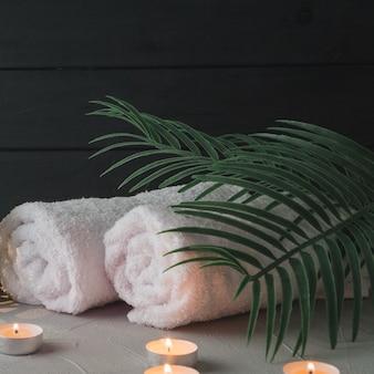Naturalne elementy spa ze świecami