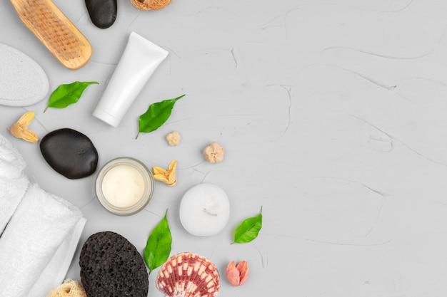 Naturalne kosmetyki kosmetyczne puste opakowania butelkowe z liśćmi ziół